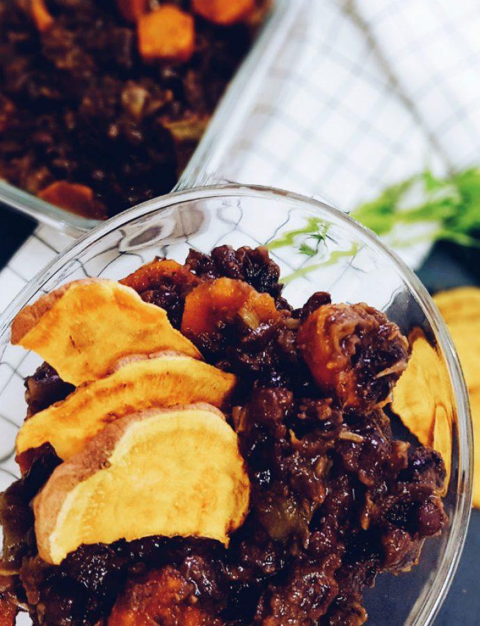 Potaje de alubias azuki, alga kombu y chips de batata