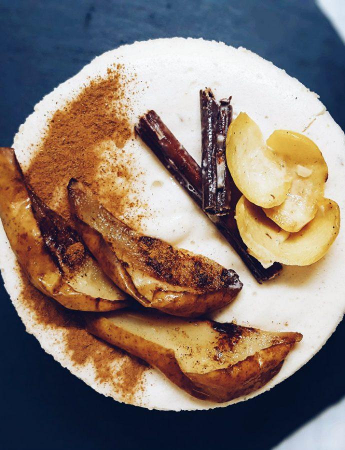 Tarta de arroz arborio con peras asadas, ideal para dietas sin gluten