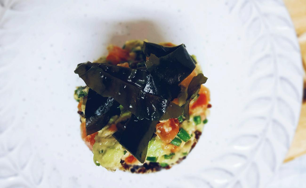 tartar-de-quinoa-negra-aguacate