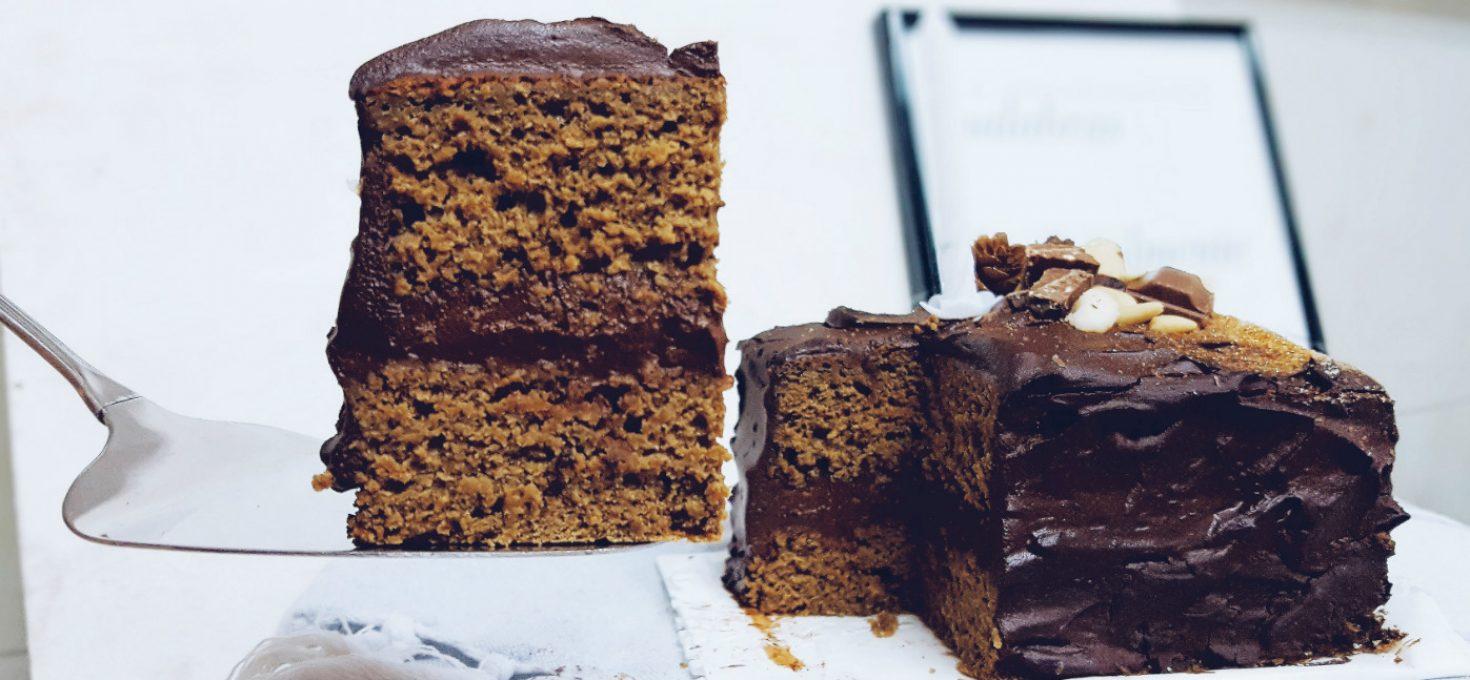 Tarta de café, chocolate y aguacate muy saludable