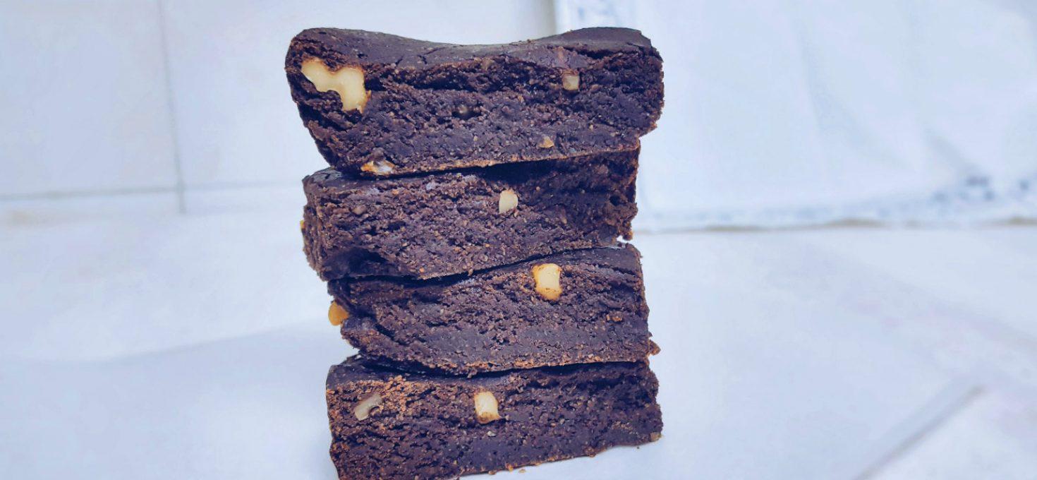 Brownie de chocolate vegano super sencillo y saludable