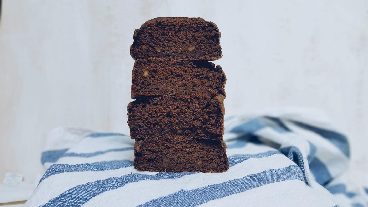 Healthy carob cake sin gluten