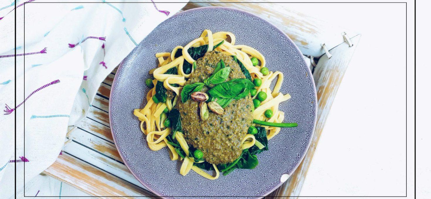 Pesto de pistachos, pasta de maíz y guisantes