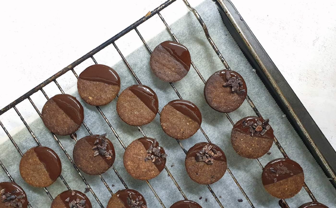 receta-galletas-de-algarroba-crujientes