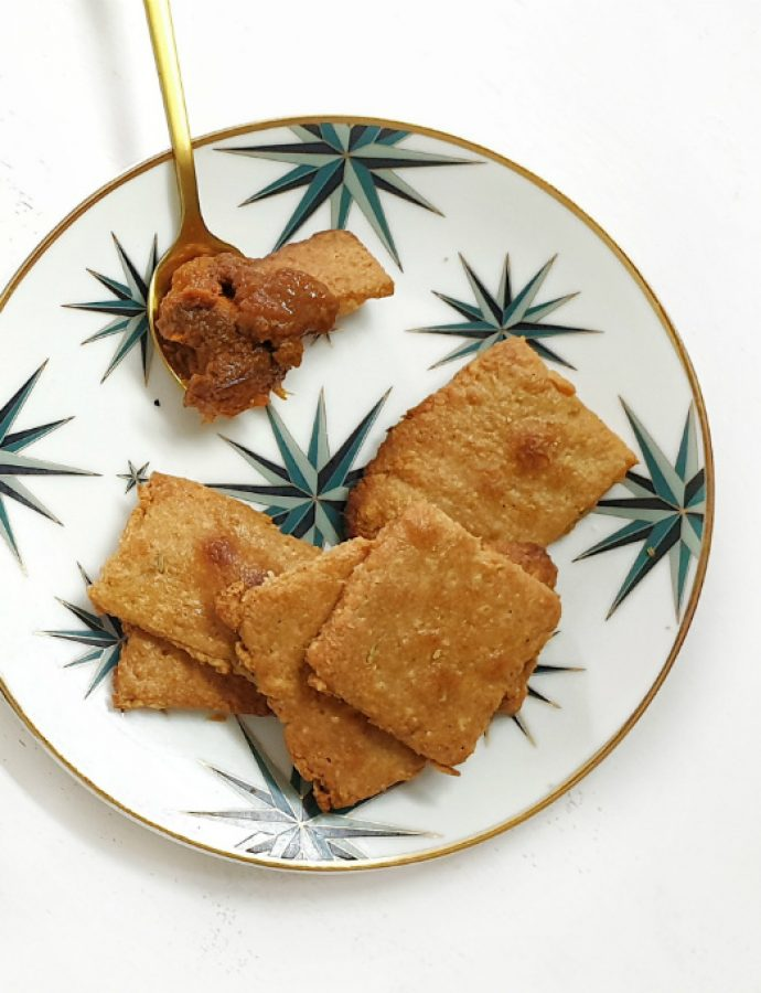 Crackers de queso con paté vegetal Tex-Mex