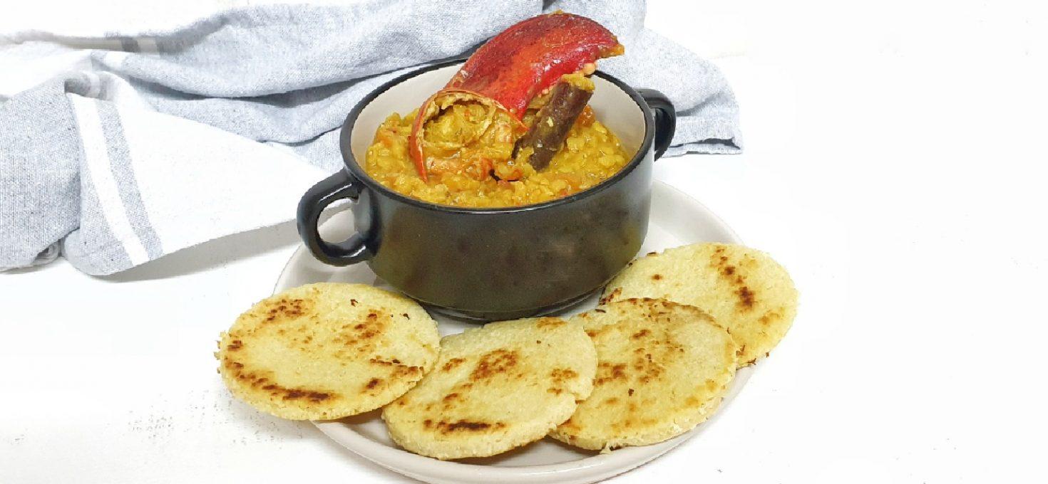 Dhal de lenteja roja cingalés con bogavante y coconut roti